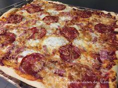 Pizza au chorizo pâte à pizza maison Pizza Hut, Caesar Pasta Salads, Pizza Rolls, I Want To Eat, Hawaiian Pizza, Fajitas, Flan, Creative Food, Pepperoni