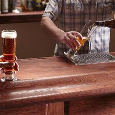 DIYers and pros share their design and how-to tips of handcrafted homemade bars. Learn how to build a classic wood bar top, install a beer tap and more. Diy Home Bar, Diy Bar, Bars For Home, Bar Embutido, Ideas Para Trabajar La Madera, Woodworking Plans, Woodworking Projects, Woodworking Magazines, Diy Projects