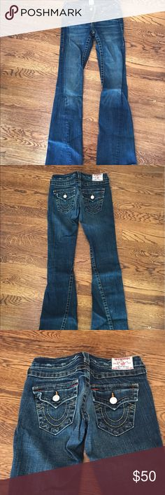 True Religion Joey Jeans Sz 25 These True Religion Joey jeans are so cute and comfy too!! They are so flattering! *Sunglasses not included True Religion Jeans