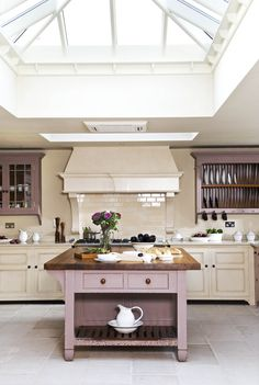 Chalon Kitchen with magnificent roof lantern Taupe Kitchen, Purple Kitchen, New Kitchen, Kitchen Interior, Interior Design Living Room, Kitchen Decor, Kitchen Ideas, Kitchen Dresser, Kitchen Towels