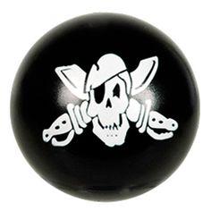 Help een bom...Oh nee...gelukkig het is een zwarte stuiterbal met een piratenafbeelding erop.  Leuk voor je piratenspelletjes (op een lepel via een parcours naar de overkant brengen zonder dat de stuiterbal (bom) van de lepel afvalt) of leuk om aan het einde van een feestje aan de kindjes mee naar huis te geven.