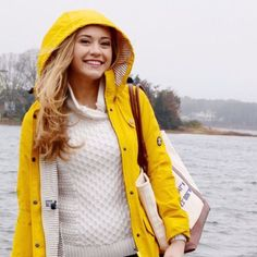 A yellow raincoat is perfect for a preppy outfit! (mine is a drab green - need to swap it for a bright from my palette). Raincoat Outfit, Raincoat Jacket, Yellow Raincoat, Hooded Raincoat, Vinyl Raincoat, Hooded Cloak, Adrette Outfits, Basic Outfits, Outfits