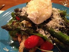 Meatless Monday: Grilled Asparagus, Poached Egg & Greens Recipe - Clean Eating