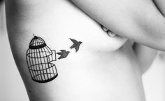 Tattoos with birds and cages are quote popular among women and girls. When it comes to birds, the swallows are the most suitable because they are beautiful, delicate and express freedom. Girly Tattoos, Tiny Bird Tattoos, Trendy Tattoos, Small Tattoos, Tattoos For Guys, Cage Tattoos, Sleeve Tattoos, Tatoos, Henna Tattoos