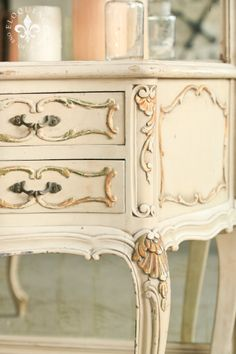 gorgeous painted detail.