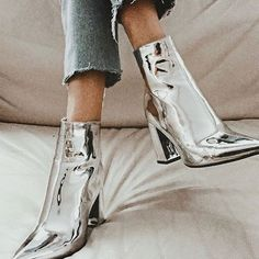 womens shoes,women's boots,trendy boots,fashion shoes Women shoes flats and comfortable Cute Shoes, Me Too Shoes, Look Fashion, Fashion Shoes, Catwalk Fashion, 90s Fashion, Latest Fashion, Girl Fashion, Jeans Fashion