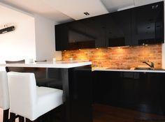 Ściana nad blatem kuchennym – czym ją wykończyć?