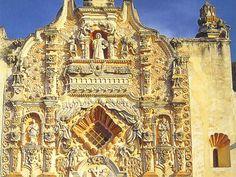 Detalle de la fachada de la Misión de San Francisco de Asís del Valle de Tilaco. Querétaro. Méjico