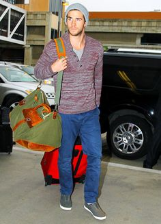Hunger Games star Liam Hemsworth headed into LAX airport in Los Angeles on Nov. 29.