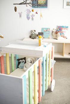 Heute kommt was für die Heimwerker unter euch, die gerade im Nestbautrieb sind: Eine DIY-Anleitung für ein Babybett. Das Babybett Dadaerinnert mich etwas an das Bettchen, das mein Mann für unseren Sohn gebaut hat. Das war zwar nicht bunt, sondern … Weiterlesen →