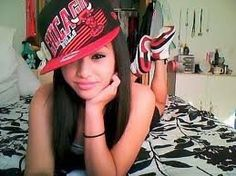 As promised here's a list of the 100 coolest hottest and swag'd out girls in a Snapback for the Year 2011 Happy New YEAR folks. Dope Fashion, Urban Fashion, Teen Fashion, Marca Pretty Girl Swag, Swag Style, My Style, Long Brown Hair, Mixed Girls, Favim