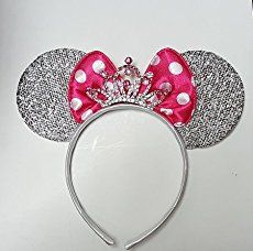 How to Make Mickey Minnie Mouse Ears for a Party! How to make DIY Mickey or Minnie Mouse Ears tutorial - The original tutorial with printable template. Easy to make for a birthday party or Halloween costume Diy Disney Ears, Minnie Mouse Costume, Disney Mickey Ears, Disney Diy, Disney Crafts, Mickey Minnie Mouse, Mickey Ears Diy, Mouse Ears Headband, Ear Headbands