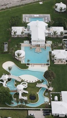 "Now this is a pool! This ""water park"" was designed by Celine Dion for her Florida home and it's pretty impressive. Florida Mansion, Florida Home, Dream Pools, Luxury Swimming Pools, Celebrity Houses, Celebrity Mansions, Cool Pools, Awesome Pools, House Goals"