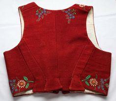 Zubří - kordulka with floral embroidery