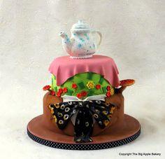 Alice in wonderland cake #gateau #anniversaire #pateasucre #cakedesign