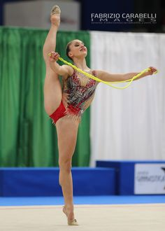 Amazing Gymnastics, Gymnastics Photos, Gymnastics Photography, Gymnastics Girls, Rhythmic Gymnastics, Gymnastics Flexibility, Figure Drawing Models, Teen Girl Poses, Cute Japanese Girl