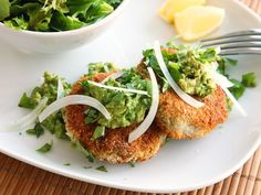 Vegan Chickpea Cakes with Mashed Avocado / These vegan falafel-esque patties made with chickpeas and bulgur wheat have a crunchy breadcrumb and are served with mashed avocado for a rich and creamy texture.