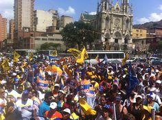 Caraqueños acompañan a Henrique Capriles en la Plaza Artigas
