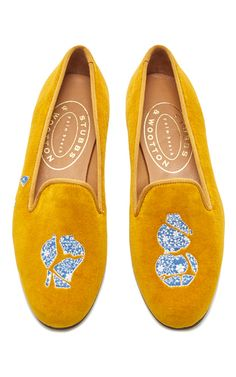 This **Stubbs & Wootton** Broken Ming Slipper is rendered in yellow velvet and features a contrasting embroidered ming detailing.