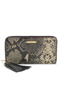 293adb160405 I LOVE this wallet. Don t even carry a regular purse anymore. Mercer