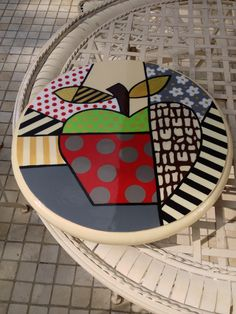 Apple abstract design, acrylic paint on wood, lacquering finish. Dot Painting, Painting On Wood, Painted Rocks, Hand Painted, Acrylic Paint On Wood, Cute Paintings, Circle Art, Decoupage, Funky Furniture