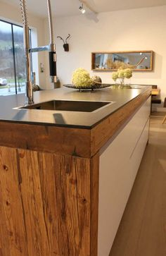 Altholz ist Wohndesign Wood Kitchen Cabinets, Kitchen Island, Kitchen Dining, Architecture, Old Wood, Rustic Style, Dining Area, Farmhouse Decor, Sweet Home