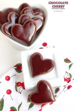 Chocolate Cherry Cut Out Cookies with Chocolate Cherry Icing Mini Desserts, Cookie Desserts, Just Desserts, Cookie Recipes, Delicious Desserts, Dessert Recipes, Icing Recipes, Cut Out Cookies, Yummy Cookies