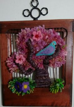 Telar arbolito 3 Weaving Patterns, Tapestry Weaving, Applique Designs, Bird Art, Textile Art, Macrame, Diy And Crafts, Floral Wreath, Textiles