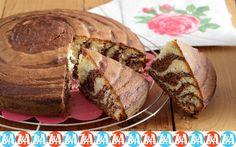 Δεν είναι καθόλου δύσκολο να δημιουργήσουμε το εντυπωσιακό οπτικό αποτέλεσμα αυτού του δίχρωμου κέικ. Greek Cooking, Sweet Recipes, Pork, Sugar, Bread, Cake, Traditional, Gastronomia, Kale Stir Fry