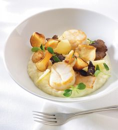 Risotto met coquilles – via VTM Koken – Spicial Sea Food Fish Recipes, Seafood Recipes, Gourmet Recipes, Cooking Recipes, Fancy Recipes, Junior Masterchef, Coquille St Jacques, Good Food, Yummy Food