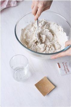 Faire son pain maison sans machine à pain - chefNini Best Bread Recipe, Bread Recipes, 20 Min, Coconut Flakes, Bacon, Spices, Cooking, Pizza, Food