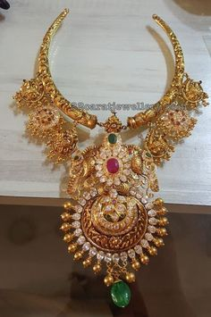 Silberschmuck - Basingstoke College of Technology Gold Temple Jewellery, India Jewelry, Gold Jewelry, Gold Necklaces, Diamond Jewellery, Indian Wedding Jewelry, Bridal Jewelry, Beaded Jewelry, Indian Bridal