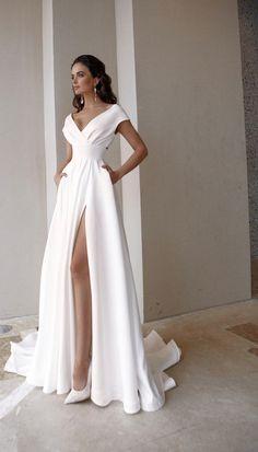 Elegant Wedding Dress, Dream Wedding Dresses, Bridal Dresses, Civil Wedding Dresses, Casual Wedding Outfit Guest, Elegant Dresses Classy, Minimal Wedding Dress, Wedding Dress Sleeves, Classy Dress
