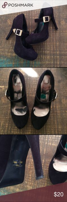 """Black heels Black heels. Very comfy! Has a strap with good detail. Small scratches on gold. Obvious signs of wear throughout. Still have a lot of life left. Has a 1"""" platform. See pics for any flaws. Any questions? Please ask. I ship same day!! Shoes Heels"""