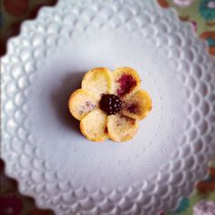 Lemongrass-blackberry tea cakes