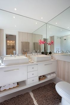 Bathroom Cabinet: 65 models and how to make the right choice Beautiful Bathrooms, Modern Bathroom, Dream Apartment, Bathroom Interior Design, House Rooms, Home Decor Bedroom, Sweet Home, House Design, Decoration