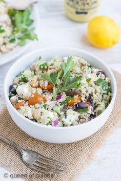 Quinoa Greek Salad with Chickpeas via @alyssarimmer | #glutenfree #quinoa