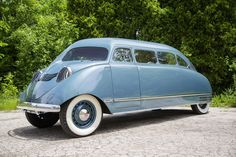 Was the Scarab an Original Minivan? Ron Schneider of Milwaukee bought and restored a 1936 Stout Scarab. The inventor incorporated the fenders and flushed window glass into the body to make the machine streamlined and noiseless as it drove. It also used lightweight materials for better efficiency.