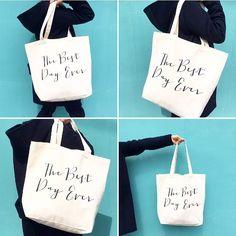 キャンバス トートバック(L) . 引き出物袋には大きいサイズはやっぱり人気。 ご好評頂いておりまして現在欠品中となりますが4月初旬に入荷致します。ご予約も承っております。 . 何でもポンポン入るので普段使いにも何かと便利な大きいサイズ。 シンプルなデザインなのでどんな服装でも合わせやすく私も愛用しております . サンプル販売も致しておりますので詳細はshopにてご確認くださいませ . . #引き出物袋#エコバッグ#引き出物#キャンバスバッグ#トートバッグ#引き出物バッグ#引き出物トートバッグ#引き出物トート#オリジナルトートバッグ#サンクスギフト#サンクスバッグ#サンキュータグ#ウェルカムボード#席次表#招待状#席札#メニュー表#フォトブース#ペーパーアイテム#ウェルカムスペース#ウェディングフラッグ#海外挙式#芳名帳#結婚式準備#プレ花嫁#卒花嫁#2017春婚#2017夏婚#ウェディングアイテム#awins