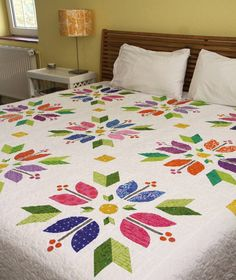 and all spread out on my king size bed you can really see how big this baby is! No worries. Sampler Quilts, Amish Quilts, Quilting Designs, Quilting Projects, Bed Sheet Painting Design, Bed Cover Design, Designer Bed Sheets, King Size Quilt, Cute Quilts