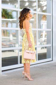Donna Morgan yellow lace dress featured on Kathleen from Carrie Bradshaw Lied