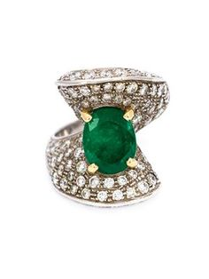 diamond and emerald cocktail ring