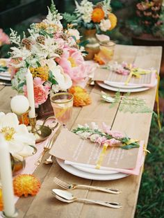 peachy styled shoot from Frieda Therés. photography: Vicki Grafton. Read more: http://www.hummingheartstrings.de/index.php/inspiration/farbenkraeftiges-styled-shoot-von-ellen-kapalka-frieda-theres-mit-vicky-grafton-photography/