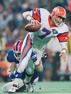"John Elway, wear ""throwback"" uniforms of the early Broncos. Denver Broncos Players, Football Usa, Nfl Football Players, Denver Broncos Football, Broncos Fans, Best Football Team, Americana Retro, Super Bowl Jerseys, American Football League"