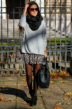 STREET STYLE perfect for fall. Floral skirt and oversize sweater