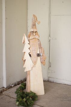 This tall and skinny Santa has a look that harkens back to the older European images of jolly old St. The slightly whitewashed natural wood is a refreshing twist on the traditional red or green. Wooden Christmas Crafts, Christmas Yard Art, Wooden Crafts, Rustic Christmas, Christmas Holidays, Christmas Decorations, Pallet Crafts, Holiday Decor, Wooden Snowmen