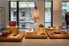Cardboard Furniture for a Fashion Store: Kiton boutique in Milan has chosen eco friendly cardboard for its showroom