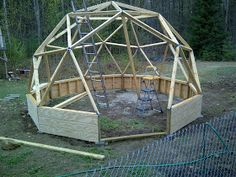 Geodesic Dome Greenhouse built with beams and pipe hubs. It has an IBC tote aquaphonics system in it and strawberry towers. Geodesic Dome Greenhouse, Greenhouse Construction, Strawberry Tower, Urban Homesteading, Concrete Blocks, Wood Screws, Beams, House Plans, Backyard