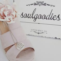 One shoe can change your life. Cinderella  Order via service@soulgoodies.de .  Free shipping within Germany.