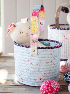 Fabric Easter Basket Tutorial - Learn how to make these quilted fabric baskets that are easy to sew, and fun to fill with Easter tr - Sewing Basics, Sewing Hacks, Sewing Tutorials, Sewing Crafts, Sewing Tips, Bag Tutorials, Diy Crafts, Bunny Crafts, Tape Crafts